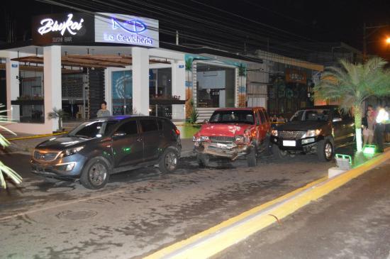 8 carros involucrados en dos choques