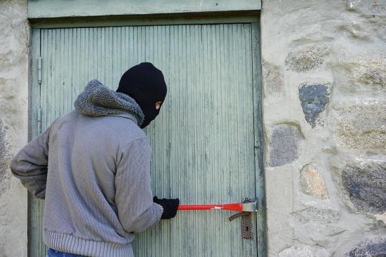 Dos jubilados españoles robaban oficinas porque cobraban ''pensiones mínimas''