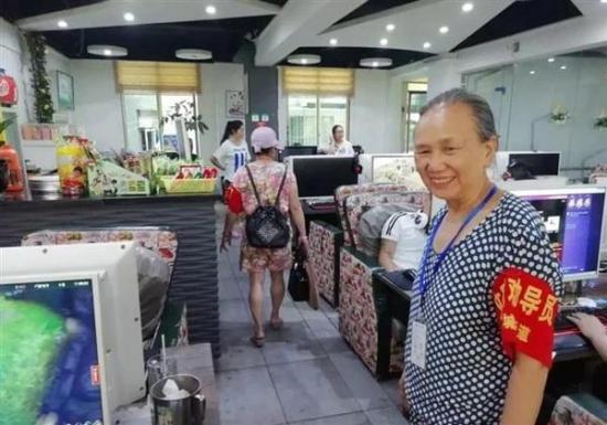Abuela china en lucha por concienciar a jóvenes sobre abuso de vídeojuegos