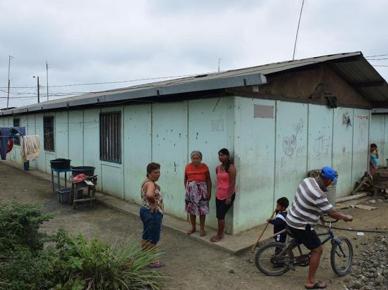 Chone: Moradores piden que les den sus casas