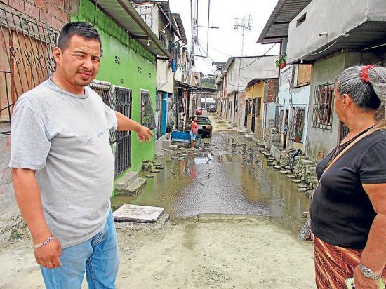 El río inunda los callejones