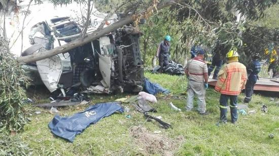 Al menos cuatro muertos y tres heridos en accidente de tránsito en la provincia de Cañar