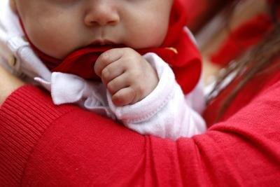 Los genes del padre pueden tener impacto en el amor maternal, según estudio