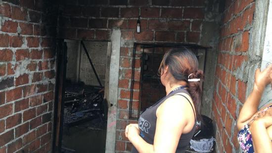 Incendio consume los enseres de una vivienda en el barrio La Florita de Manta