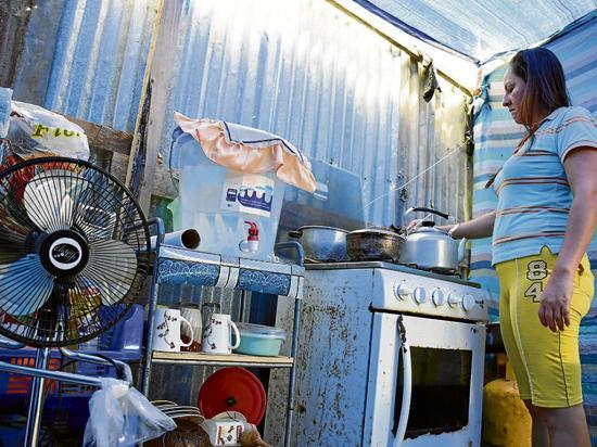 Las 5 familias que viven en carpas deberán  salir de El Guabito