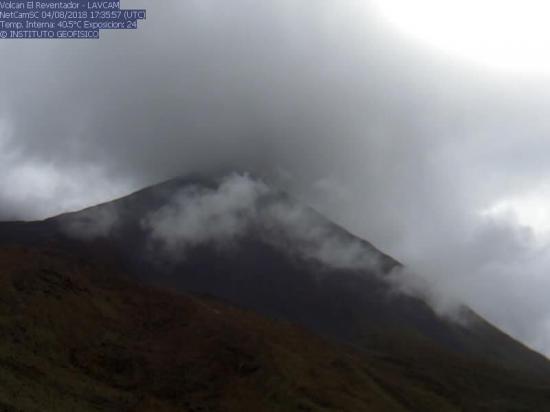 Volcán Reventador mantiene una actividad eruptiva alta