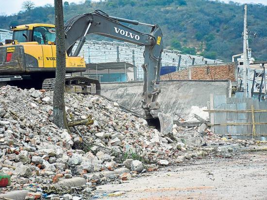 Demoliciones abren paso al mercado 1