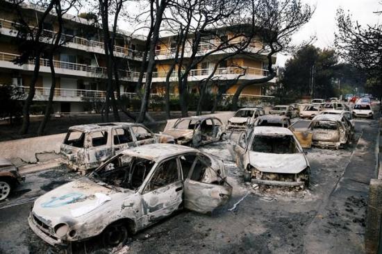 Jefes de Policía y Bomberos de Grecia sustituidos tras incendios que dejaron 90 muertos