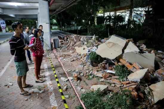 Al menos 19 muertos tras terremoto de magnitud 7 en Indonesia