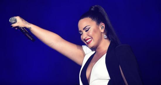 La cantante Demi Lovato sale del hospital e ingresa en un centro de rehabilitación