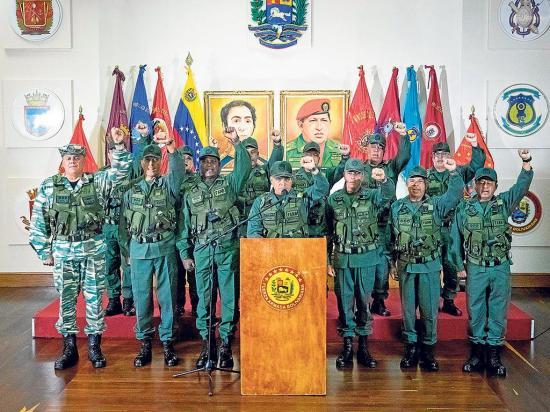 Maduro denuncia  intento de atentado y culpa a santos