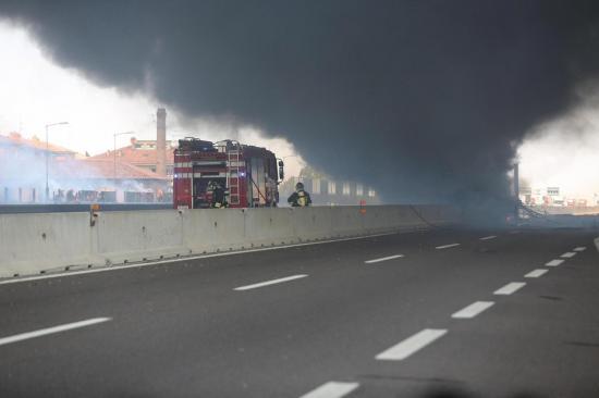 Un muerto y 68 heridos por la explosión de un camión en lunes negro en Italia