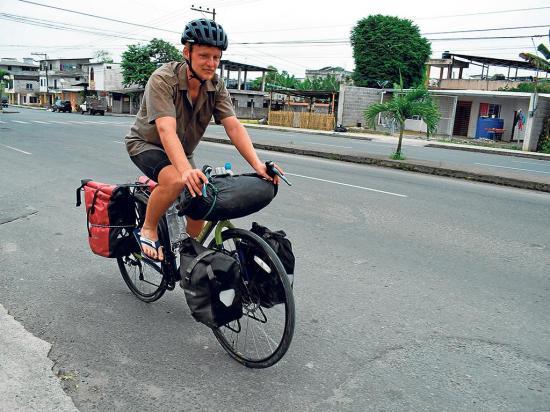 Un sueco conoce varios países a punta de pedales