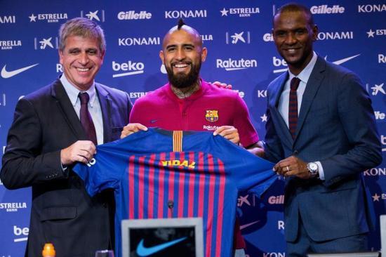 El chileno Arturo Vidal fue presentado en Barcelona y dice: ''quiero ganar la Champions''