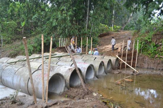 Construyen puente badén en comuna