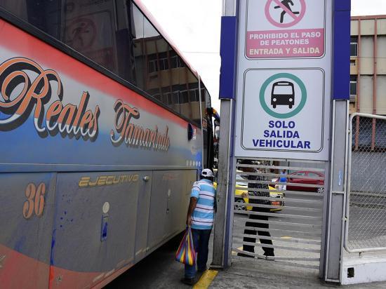 Choferes de Manabí se niegan a dar las pruebas de la Agencia Nacional de Tránsito