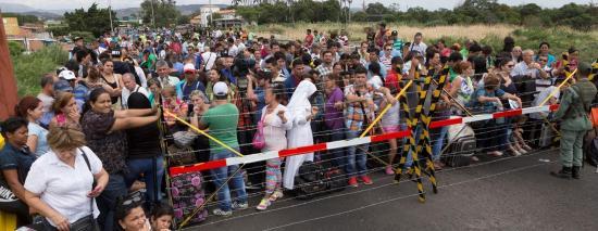 Cancillería ecuatoriana declara emergencia para atender migración venezolana