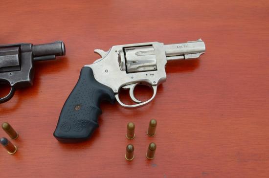 Entregan armas a la Policía