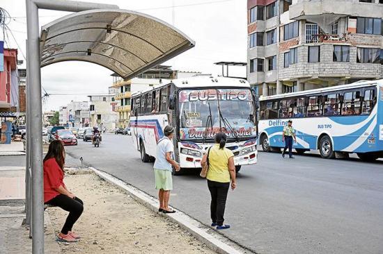 Manta: Sin acuerdo por las paradas de buses en el par vial
