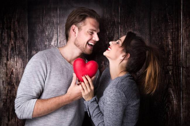 El autoengaño, una etapa común durante el enamoramiento, según especialista