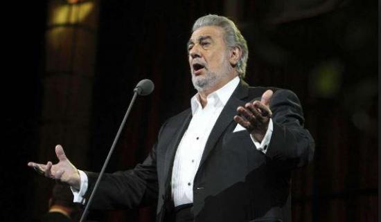 Detienen a una mujer por escuchar a Plácido Domingo a todo volumen… durante 16 años