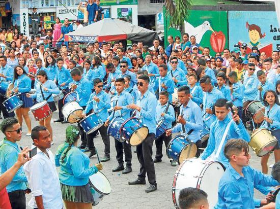 Recordaron los 54 años de El Paraíso-La 14 con un desfile cultural