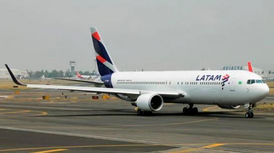 Una menor de 14 años muere en un avión mientras viajaban de Miami a Santiago