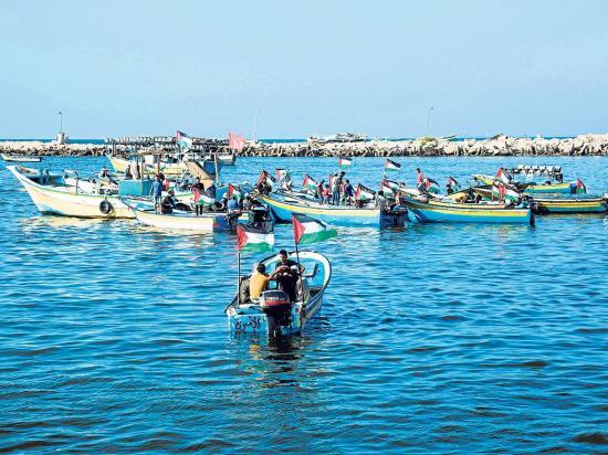 Decenas de barcos desafían a Israel por el desbloqueo