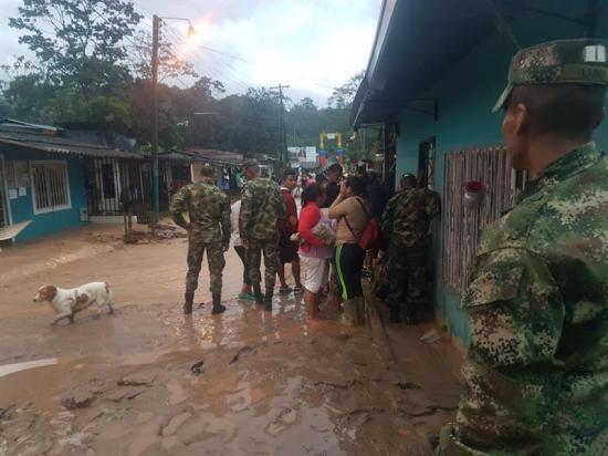 Presidente colombiano envia 10.000 galones de agua potable a damnificados por lluvias