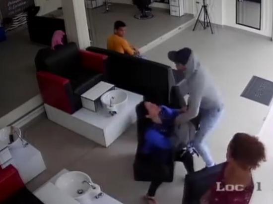 Forcejeó con un ladrón