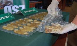 Detienen a peruano que iba a España con 42 condones de cocaína en su estómago