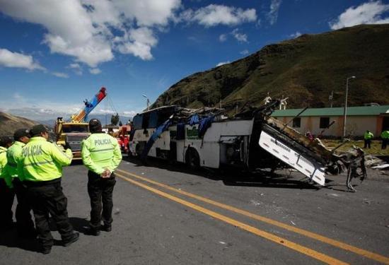 24 muertos es el saldo de accidente en la vía a Papallacta