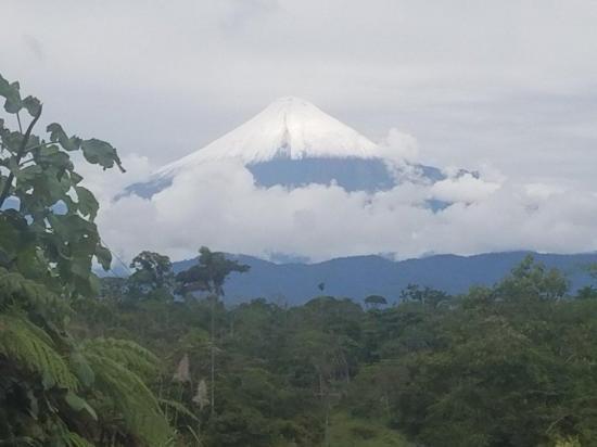 Volcán Sangay entra en fase eruptiva tras nueve meses de calma