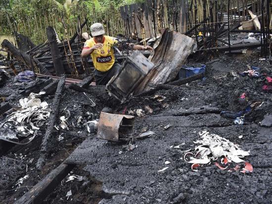 Los afectados en incendio  reciben ayudas