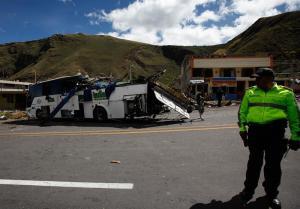Trece víctimas mortales del accidente en la vía Pifo - Papallacta están aún por identificar
