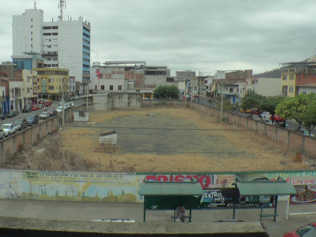 Senagua entrega su terreno para teatro de Portoviejo