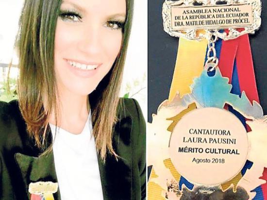 La Asamblea de Ecuador  entrega reconocimiento a  la cantante Laura Pausini