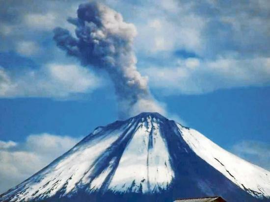 Sangay inicia fase eruptiva