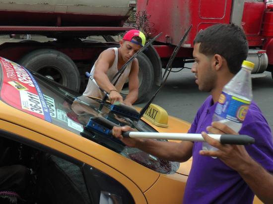 Buscan mejorar la estadía de  venezolanos