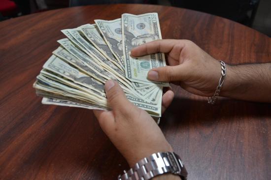 Ladrones se llevan dos mil dólares