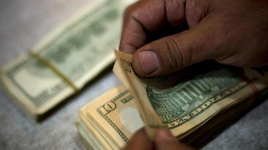 Pillos roban 2.000 dólares de un cíber