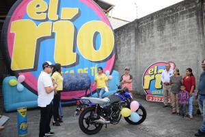 Arturo tiene moto nueva
