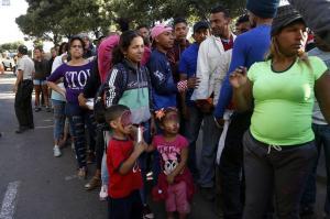 Ecuador elimina exigencia de pasaporte para niños y adolescentes venezolanos