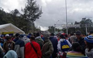 Venezolanos sin pasaporte logran ingresar a Ecuador en su camino a Perú