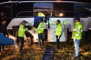 Capturan 6 colombianos vinculados a droga de autobús accidentado en Ecuador