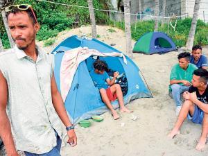 Manta: venezolanos viven en la playa El Murciélago