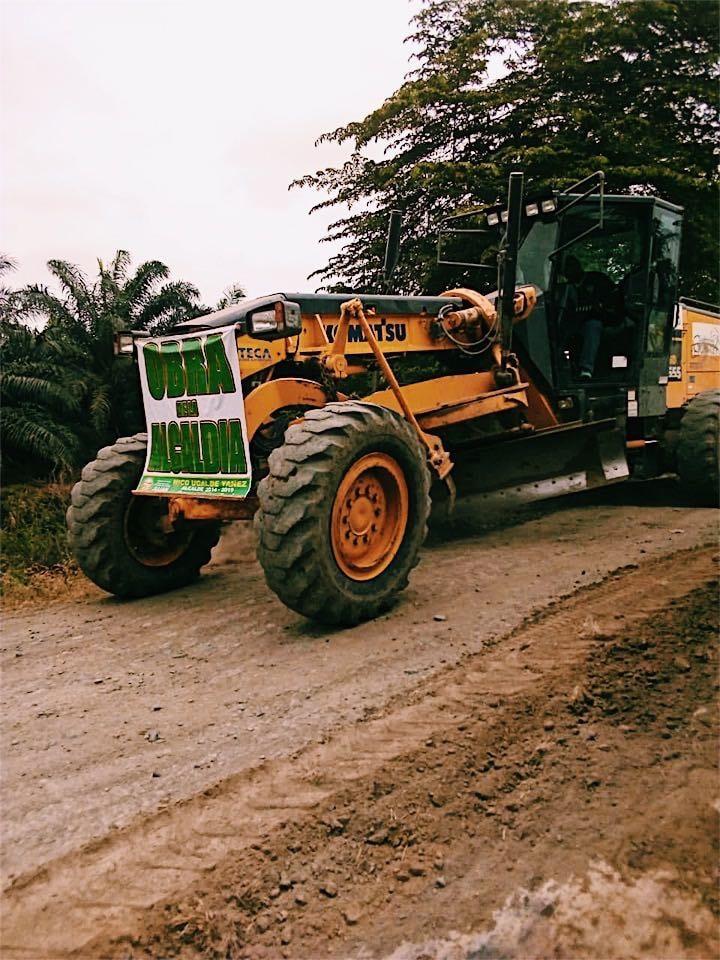 Se mejora carretera en recinto La Semira