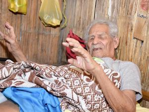 A sus 96 años, el rey de los postes ahora está caído