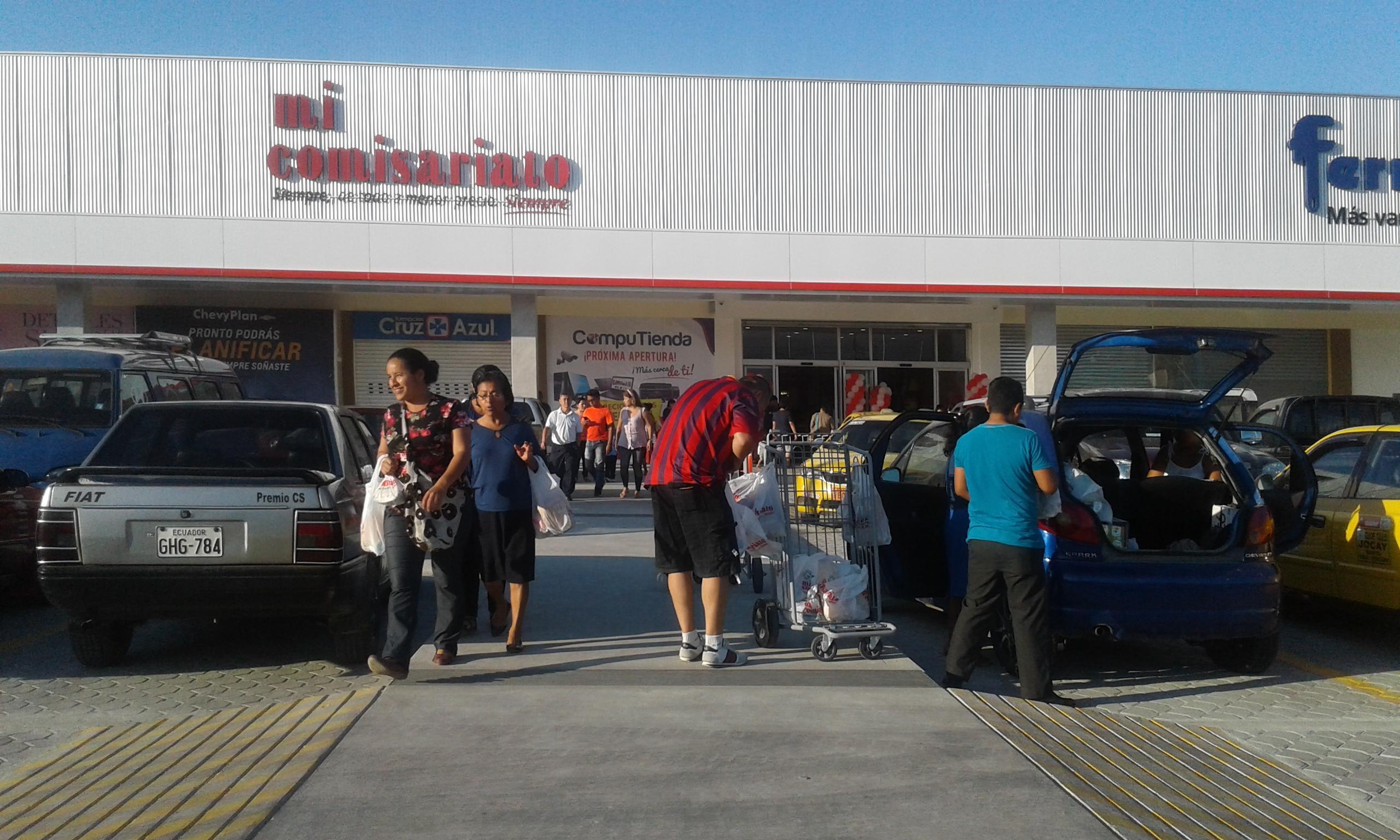 El Rosado inaugura Hipermarket en el sector de La Tejedora en Montecristi