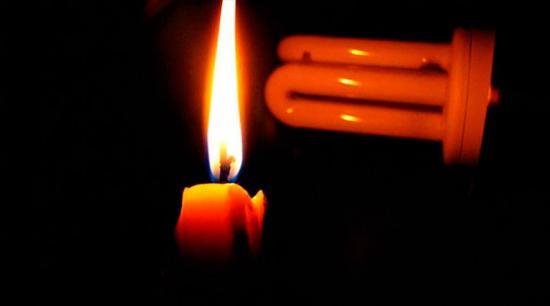 Varios sectores de Manta se quedan sin energía eléctrica la madrugada de este miércoles
